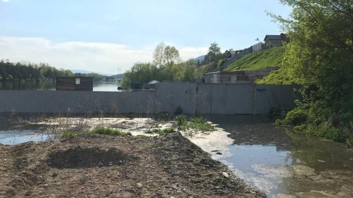 Жители Есаулово и соседних СНТ покидают свои дома и дачи: туда пришла вода
