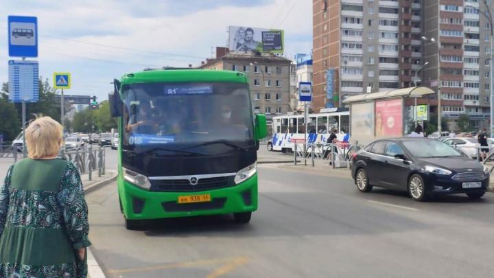 Автобусы Екатеринбурга катаются с двойной нумерацией: как город переживает транспортную реформу