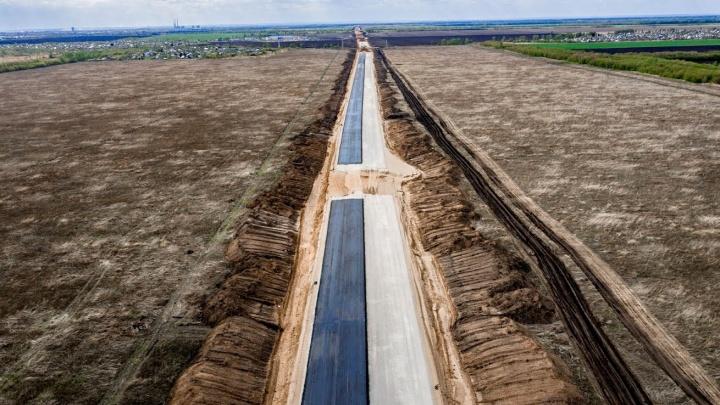 На развязке Тольятти — Ягодное начали монтировать балки для путепровода