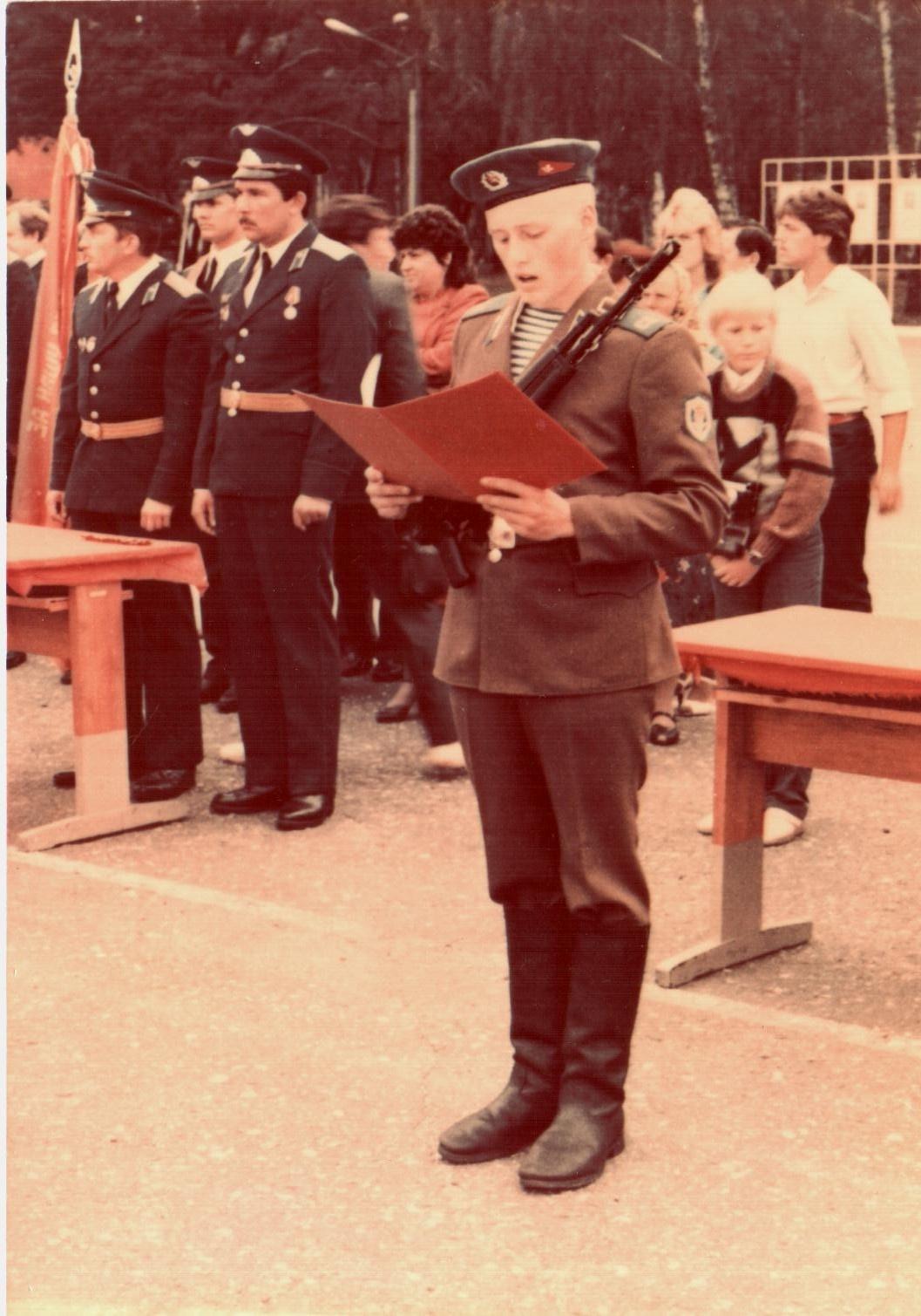 """Андрей Альшевских на присяге в Бресте <nobr class=""""_"""">22 июля</nobr> 1990 года"""