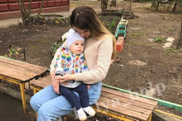 Илья Шахов вместе с мамой сейчас в Москве в ожидании заветного укола