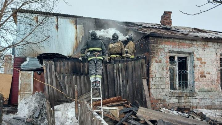 В Ачинске сгорела часть многоквартирного дома: есть погибшие