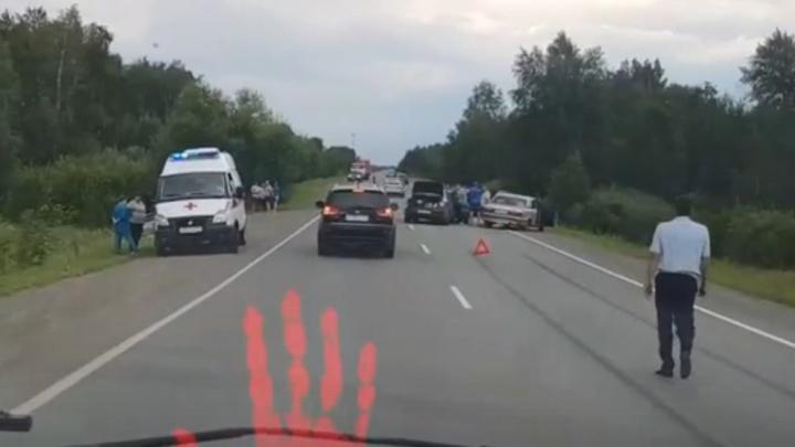 Массовая авария спровоцировала большую пробку на трассе под Аргаяшом