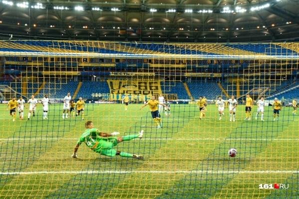 На последней минуте первого тайма «Ростов» вернулся в игру, забив гол с пенальти