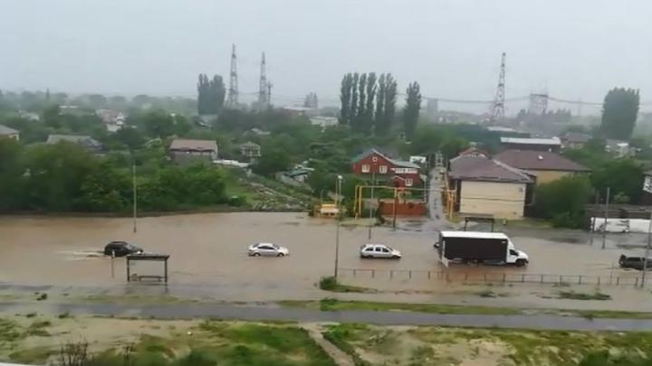 В Волгограде снова утонула дорога к дому губернатора