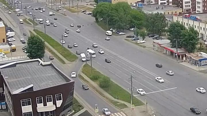 В Челябинске пенсионерка на Mercedes устроила ДТП с двумя маршрутками
