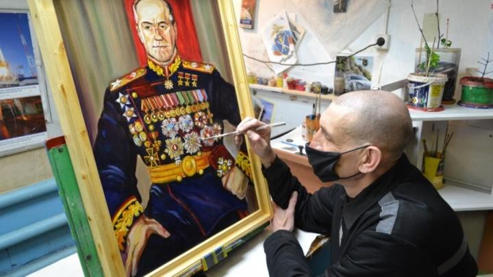 Маршал Жуков и флаг над Рейхстагом: в Онеге осужденный нарисовал к 9 Мая картины — их стоит увидеть