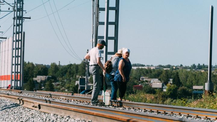 Из-за нового ж/д моста дачникам перекрыли короткий путь к остановке