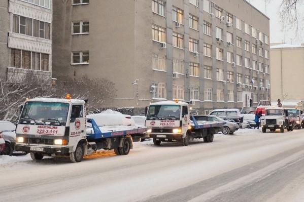 Коммунальщики продолжат чистить город от снега в компании с автоинспекторами и эвакуаторами