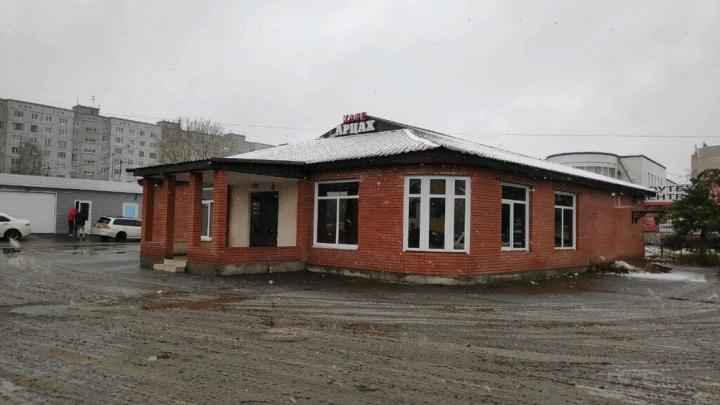 На Левобережье снесли кафе «Арцах». Решение суда о незаконной постройке вышло еще 10 лет назад