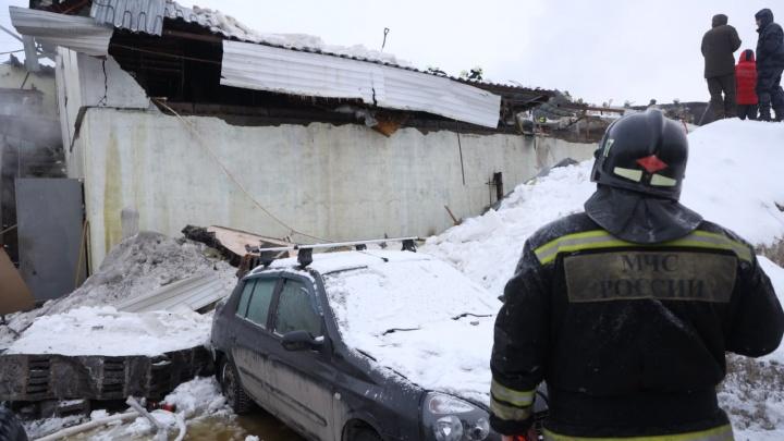 «Второй этаж уничтожен полностью»: вМЧС прокомментировали пожар наДальневосточной