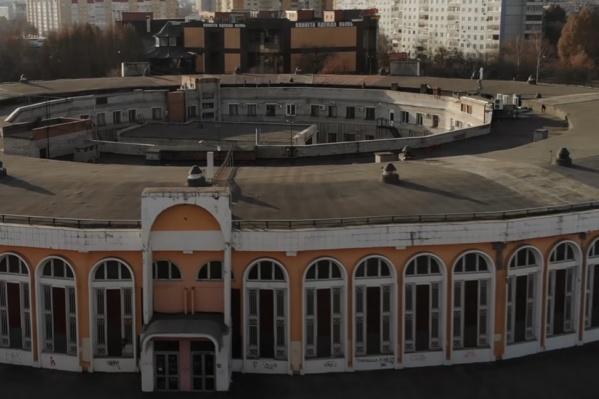 «Колизей» — один из старейших ТЦ Самары