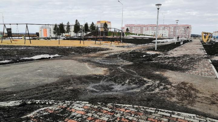 В Нижнем Тагиле утонул в грязи огромный парк за 95 миллионов рублей. Его открыли только полгода назад