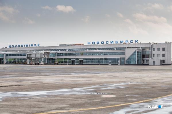 Мужчина пытался вывезти медали в Китай через международный терминал Толмачево