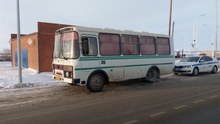 Выпил пол-литра пива и повез людей: в Омской области задержали пьяного водителя рейсового автобуса