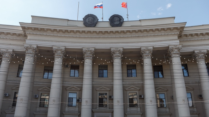 «Вы в это здание больше не войдете, товарищ полковник»: в Волгограде попал на видео скандал между военным комиссаром и первым вице-губернатором