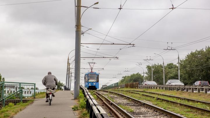 В Ярославле начал разваливаться путепровод у Моторного завода. Пришлось ввести ограничения