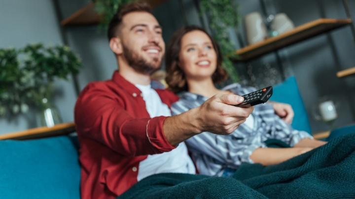 Лиза любит комедии, Настя — детективы: чем развлечь любимую в длинные выходные
