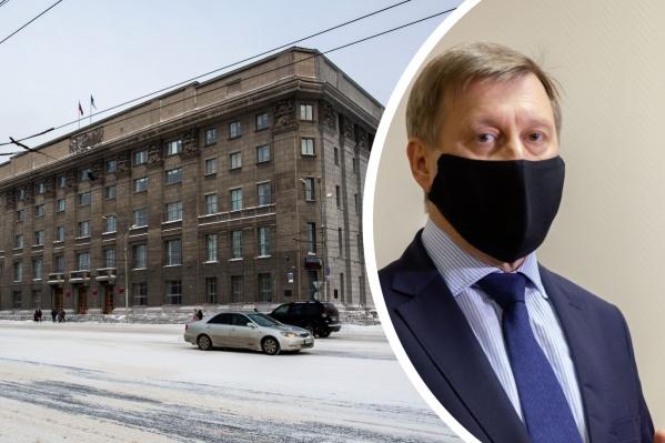 Независимые депутаты на этой неделе покинули сессию в знак протеста, после того как не смогли задать вопросы Анатолию Локтю
