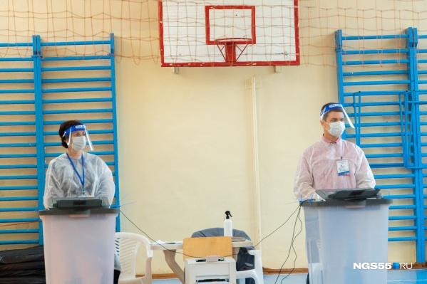 На 235 избирательных участках в Омске установят КОИБы — электронные урны для бюллетеней. К ним приставят живых людей для надежности