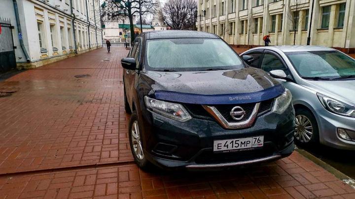 Правила? Нет, не слышал. Фотографии самых наглых нарушителей парковки в Ярославле