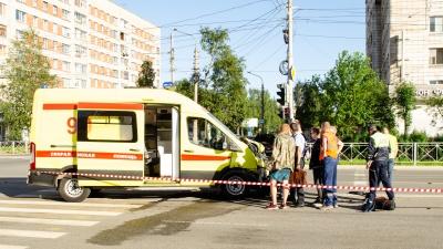 «Выскочили все врачи»: фоторепортаж с места ДТП в Архангельске, где погибла женщина-пешеход