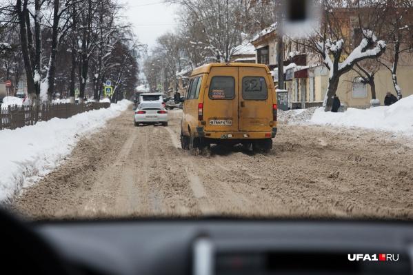 Деньги на уборку дорог в Уфе тратят неохотно