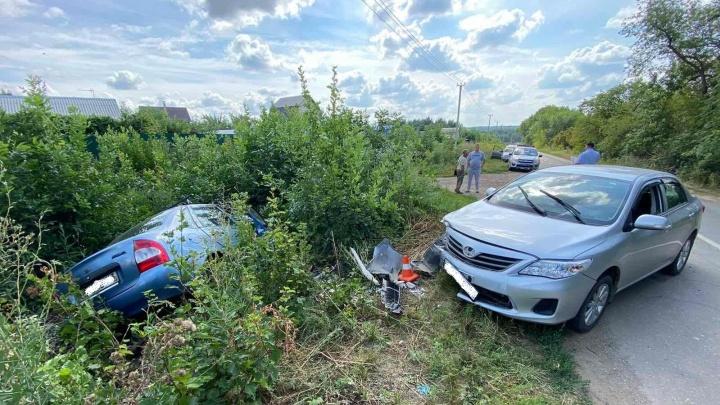Прямо в кусты: в Самарской области легковушка вылетела в кювет