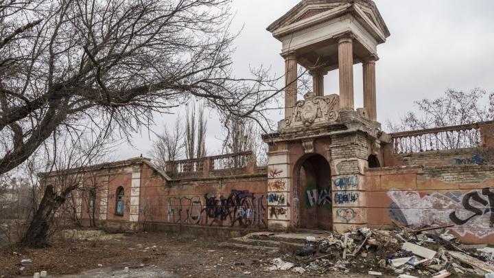 «Построят вот такое беспомощное...»: Илья Варламов назвал снос «Монолита» архитектурной потерей года