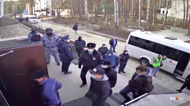 Силовики изгнали монахинь из Среднеуральского монастыря