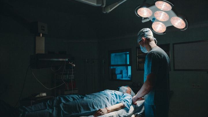 Дотянула до срочной операции: тюменской пенсионерке удалили опухоль объемом 9 литров