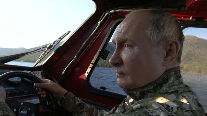 Появились кадры отдыха Путина и Шойгу в тайге Енисейской Сибири