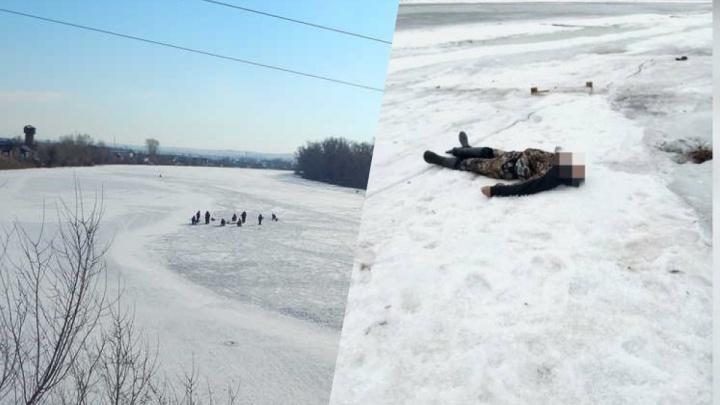 Два рыбака провалились под лед Енисея: спасти удалось толькоодного