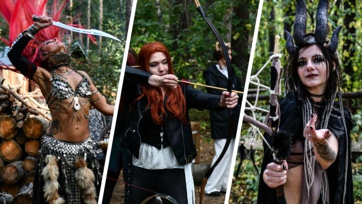 Шарташский лесопарк превратился в Средневековье с ведьмами, кузнецами и лучниками. Публикуем лучшие кадры