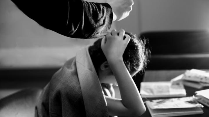 «Он смотрел, как я плакала и пыталась отмыться»: тюменка — о том, как ее изнасиловали в пять лет