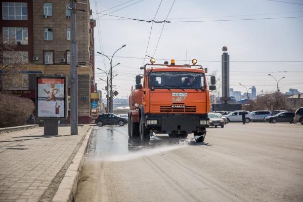 Новосибирцы выйдут на субботники, но коммунальщики должны уже очистить территории к этому моменту