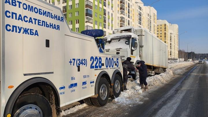 Гаишники пригрозили массово эвакуировать автомобили, чтобы помочь уборке снега в Екатеринбурге