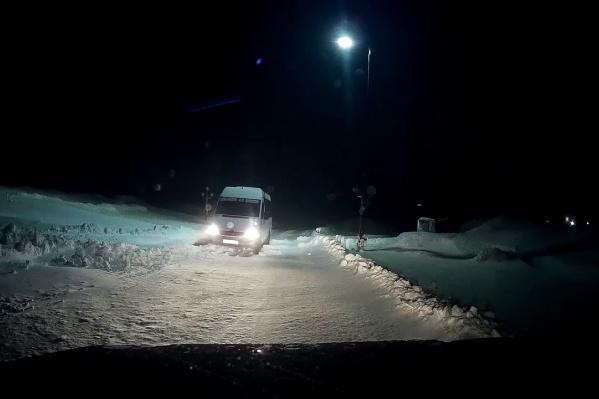 Сотрудникам полиции звонят зауральцы, увязнувшие в дорожных заторах на трассах