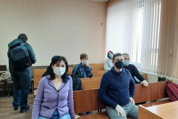 Оксана Ерёмина (на фото в фиолетовой кофте) добивалась оправдания больше двух лет