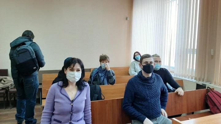 Зал аплодировал стоя: как суд оправдывал участников протестной акции «Он нам не царь» в Челябинске