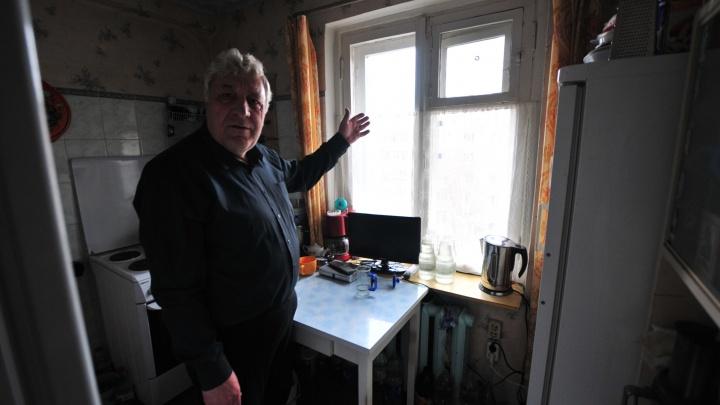 Суд признал незаконным решение о том, что в «темной» квартире пенсионера с Сортировки можно жить
