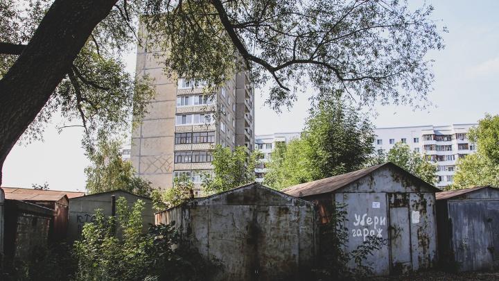 Безлюдные гаражи, лес и ж/д пути: как школьники из Уфы добираются до своих классов