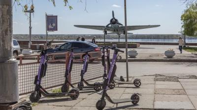 Транспорт для развлечений и «последней мили»: в Волгоград на смену велошерингу пришла аренда самокатов