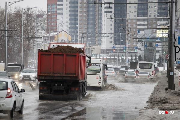 Во время дождей и оттепели постоянно затапливает Московское шоссе у ЦАВ