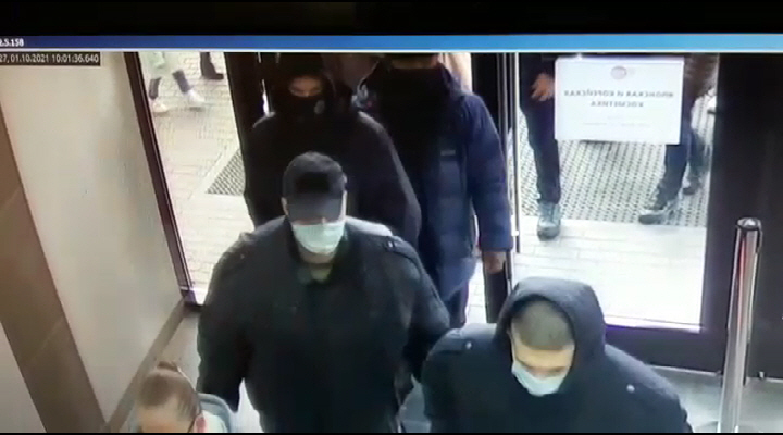 Приехали на дело из Каменска-Уральского: полиция задержала грабителей, напавших на девушку в «Дирижабле»