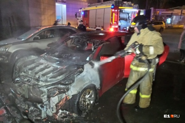 Автомобиль превратился в груду обгоревшего металла
