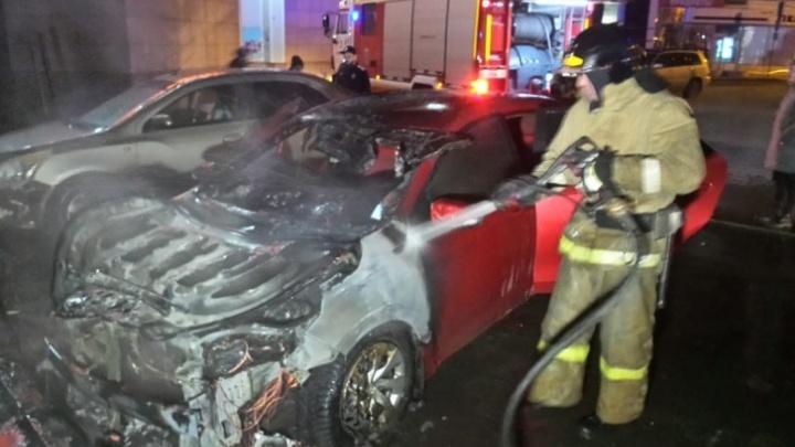 В Екатеринбурге расследовали дело о семейной ссоре, в которой девушка сожгла машину бывшего мужа