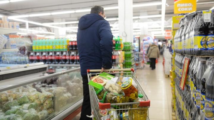 Подешевел только собачий корм: екатеринбуржцы— о заморозке цен по распоряжению Путина