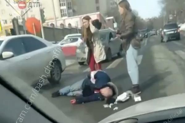 Мужчина напал с ножом на юриста прямо посреди улицы