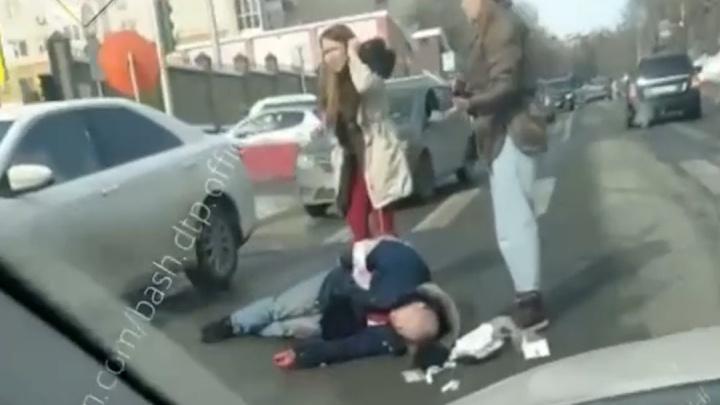 Последние слова убитого юриста в центре Уфы попали на видео
